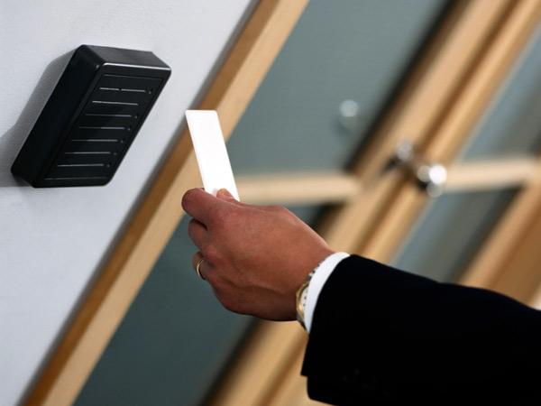 Controllo-accessi-e-marcatempo-per-aziende-scandiano